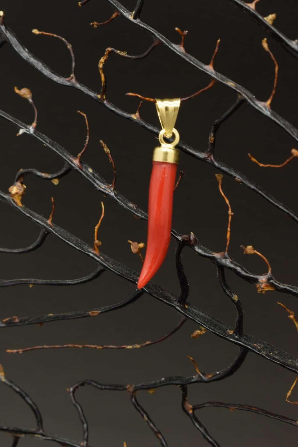 corno portafortuna in corallo rosso