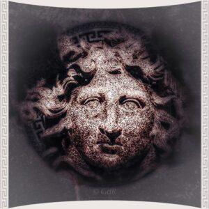 frontone al tempio di Diana con la medusa delle navi di Caligola